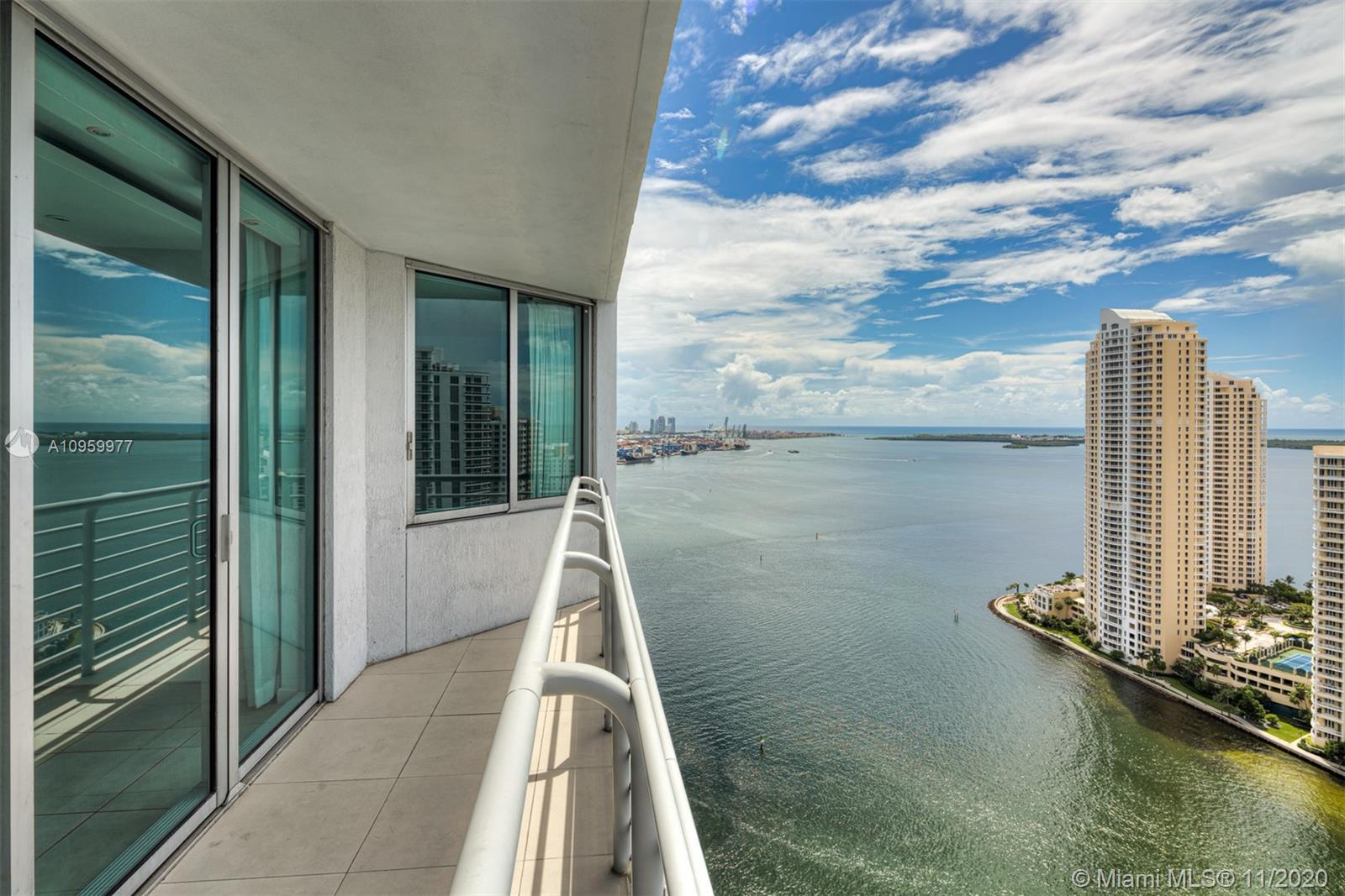 One Miami #3519 photo01