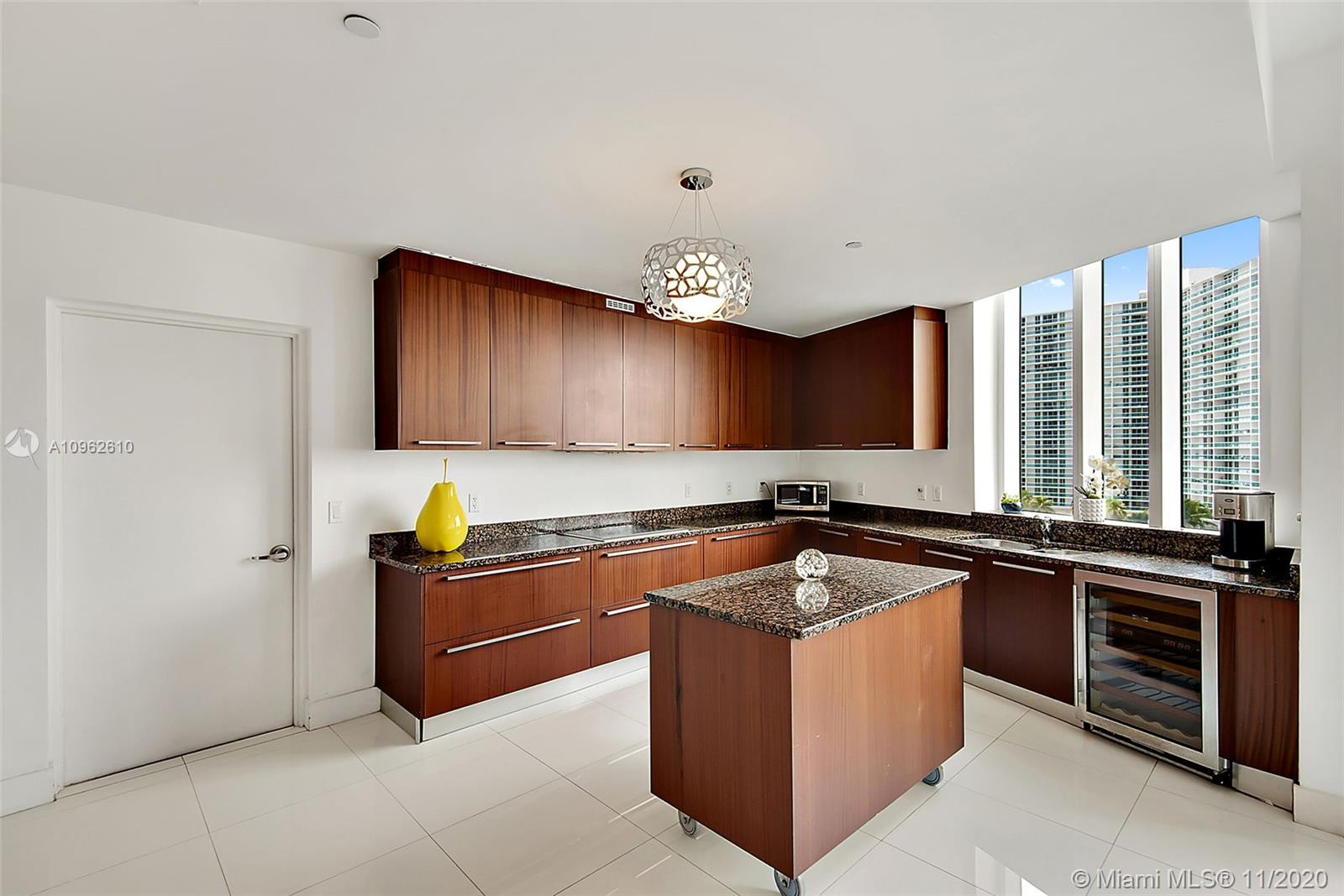 15811 Collins Ave #504 photo09