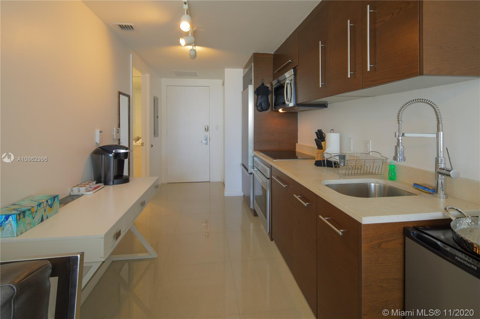485 Brickell Ave #1705 photo03