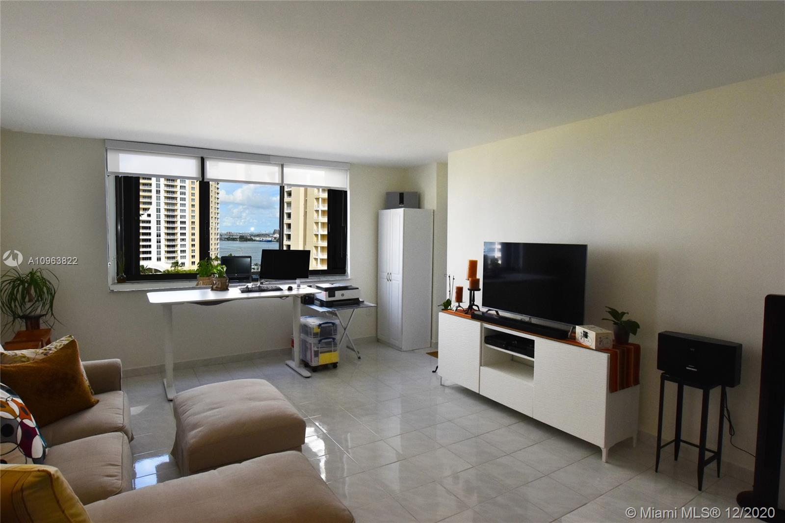540 Brickell Key Dr #1422 photo03