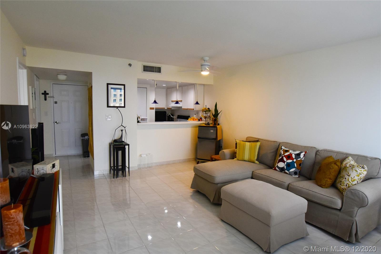 540 Brickell Key Dr #1422 photo05