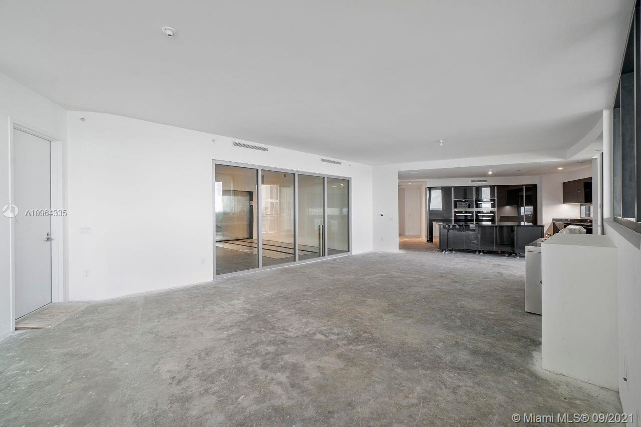18555 Collins Ave #705 photo022