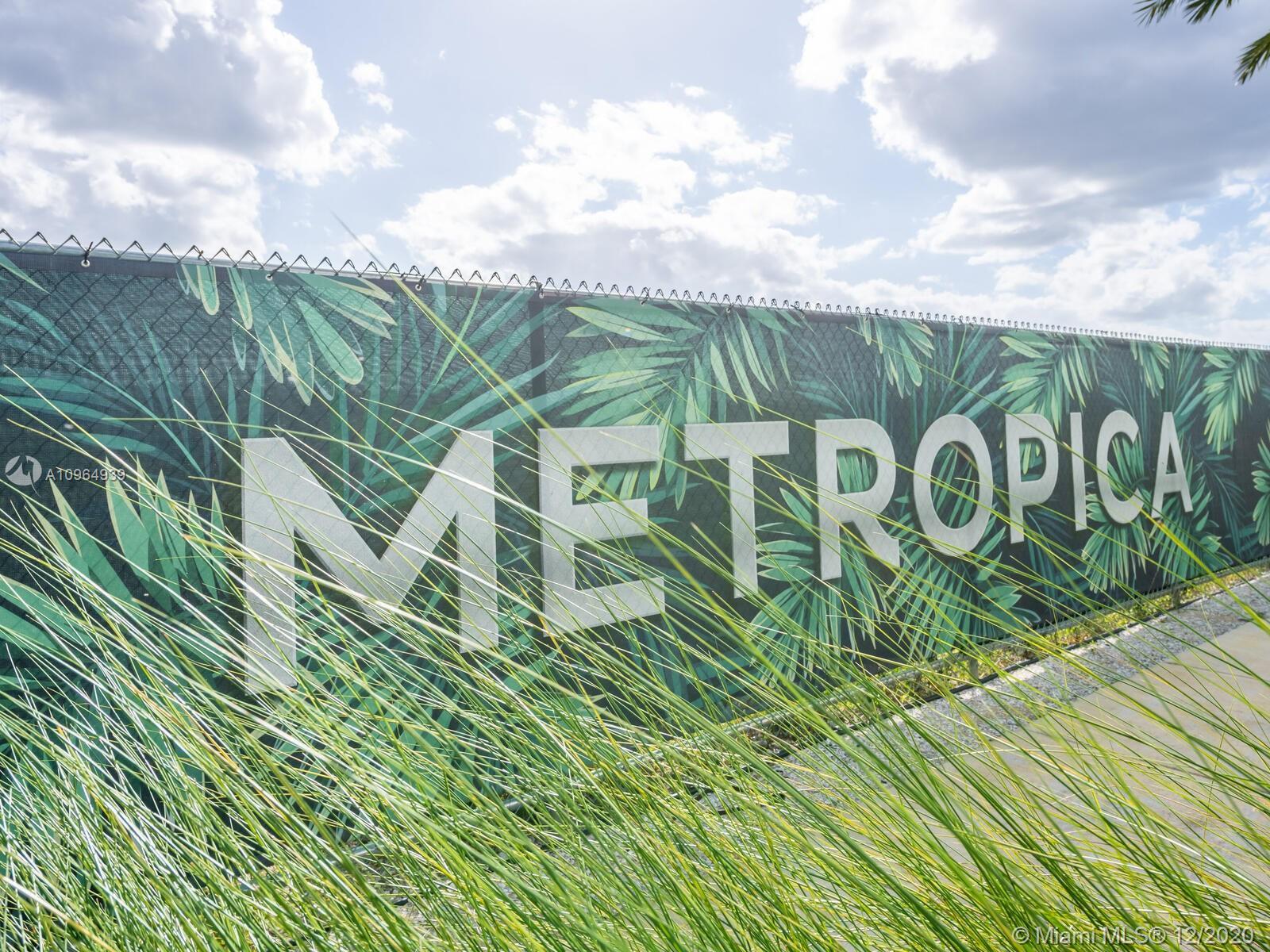 2000 Metropica Way #2305 photo064