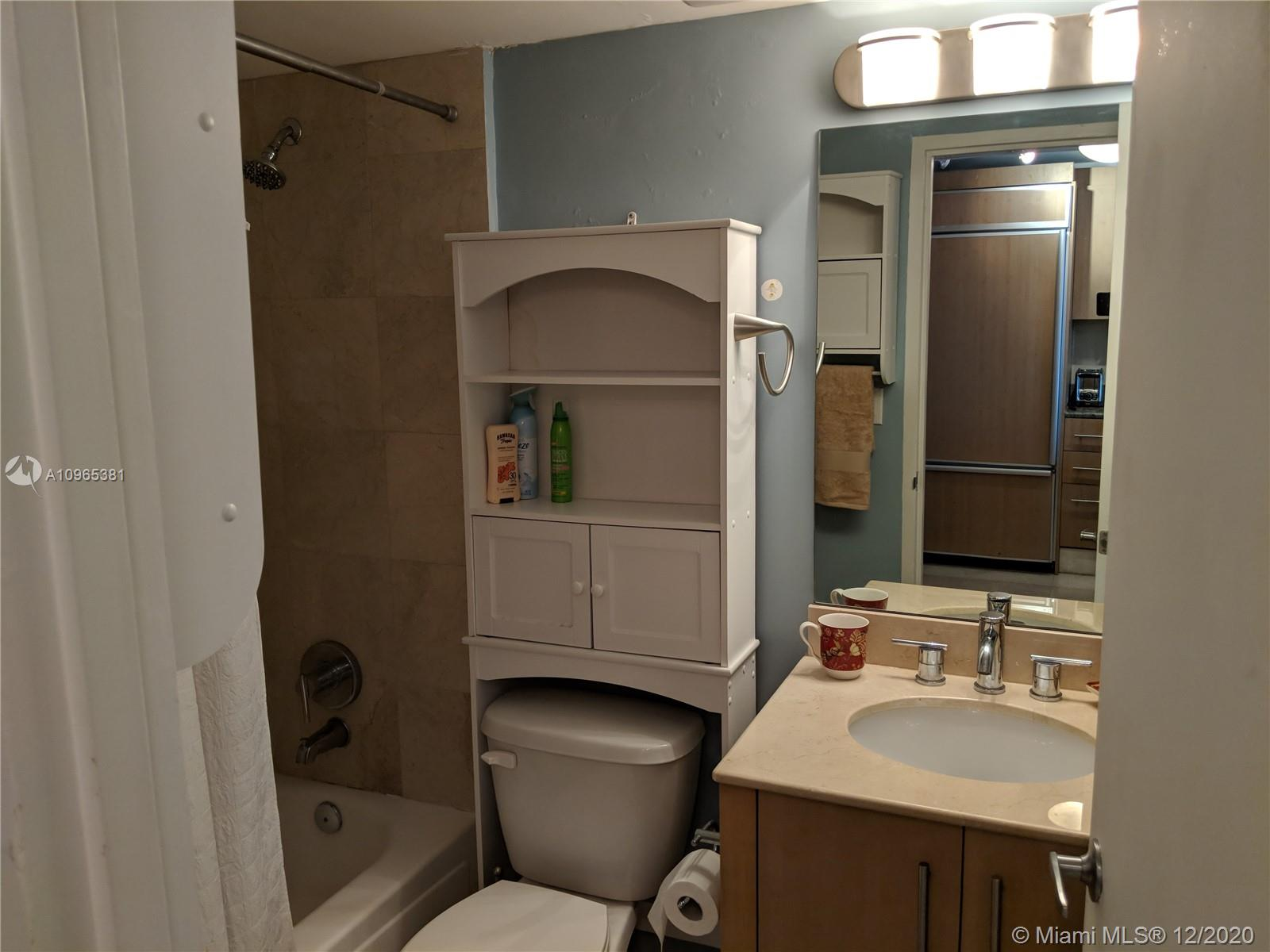 10275 Collins Ave #905 photo08