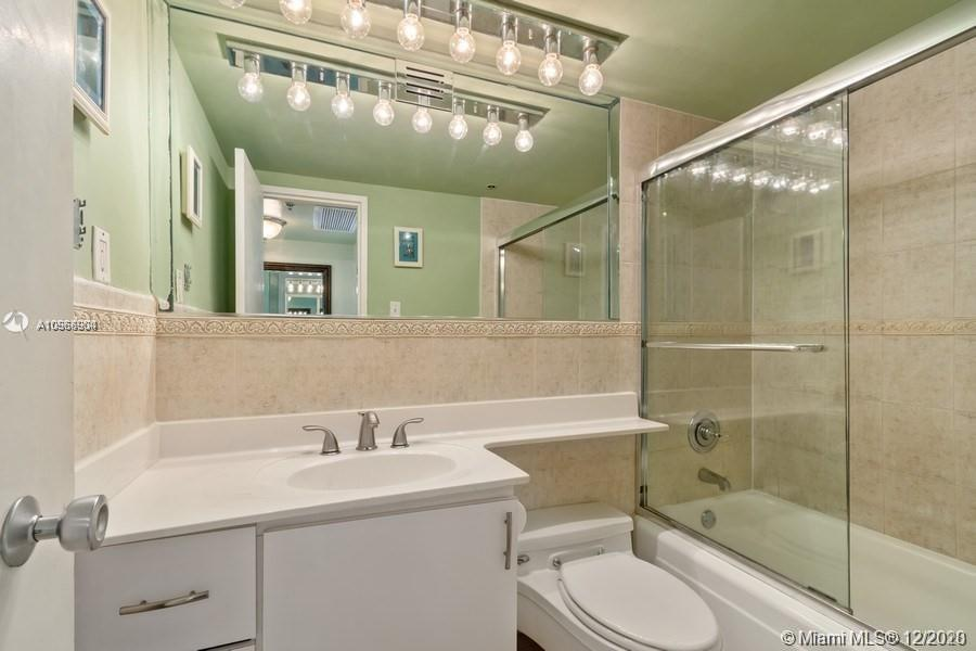5225 Collins Ave #1108 photo08