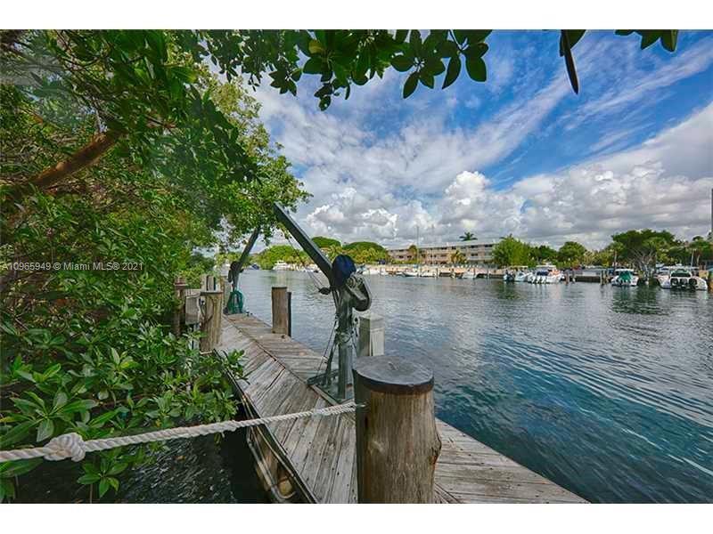 South Miami - 287 Las Brisas Ct, Coral Gables, FL 33143