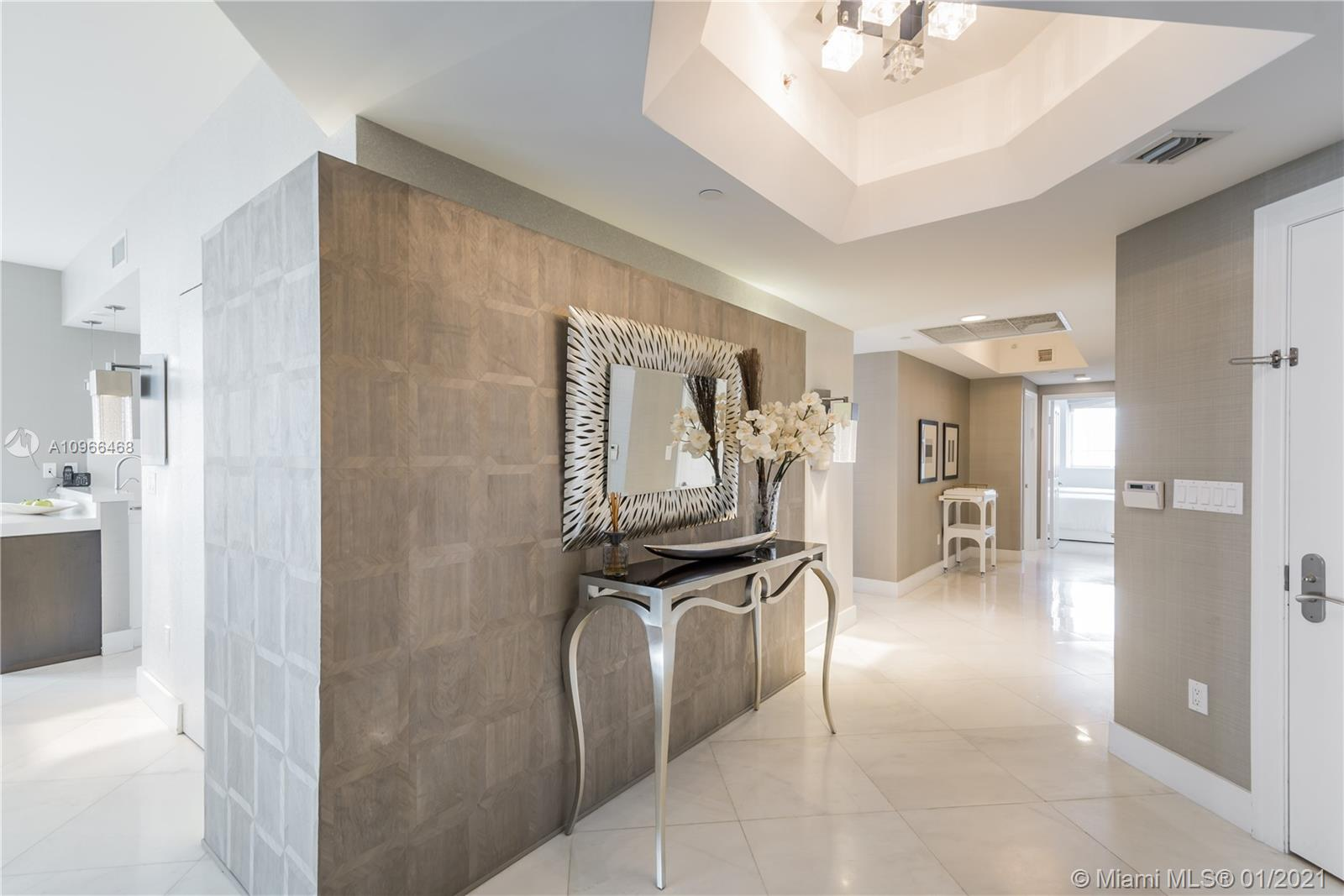 17875 Collins Ave #806 photo02