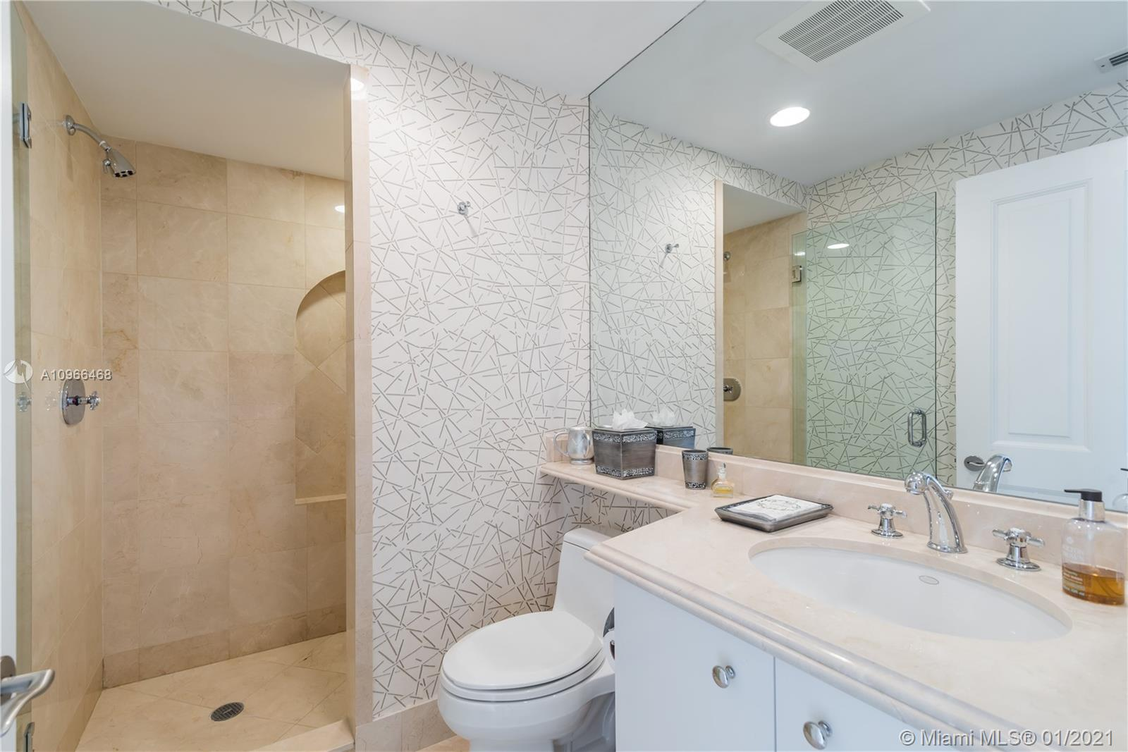17875 Collins Ave #806 photo012