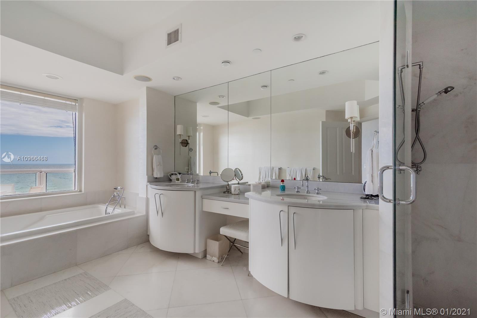 17875 Collins Ave #806 photo09