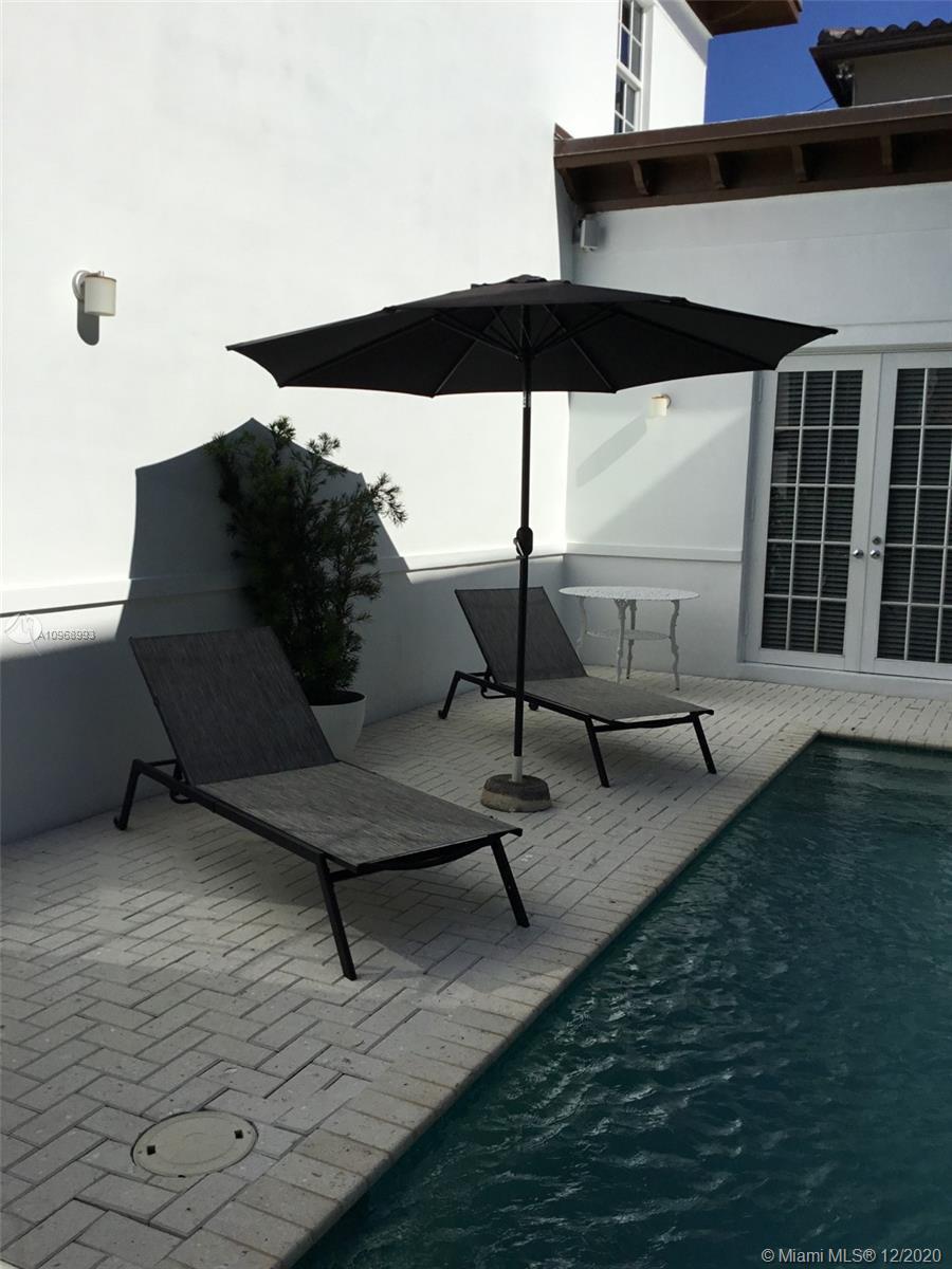 2426 S Miami Ave photo016