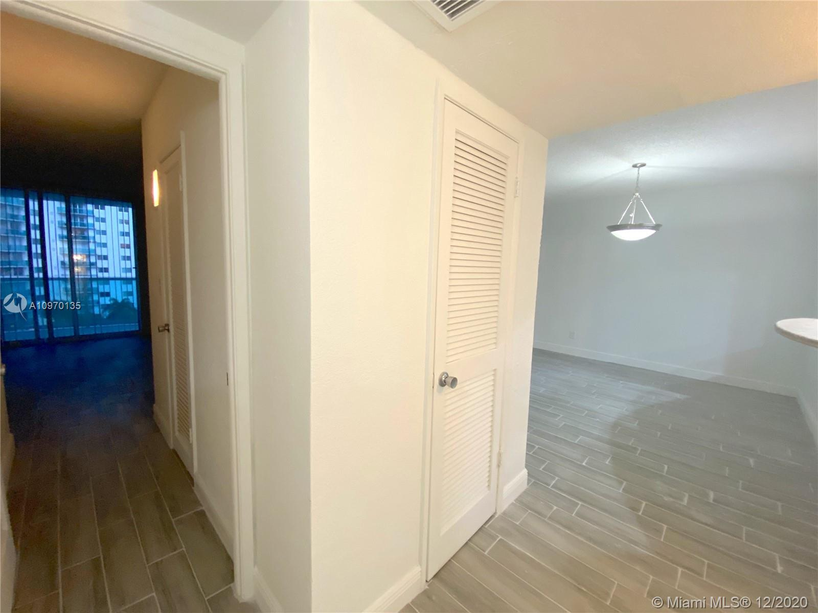 19390 Collins Ave #614 photo016