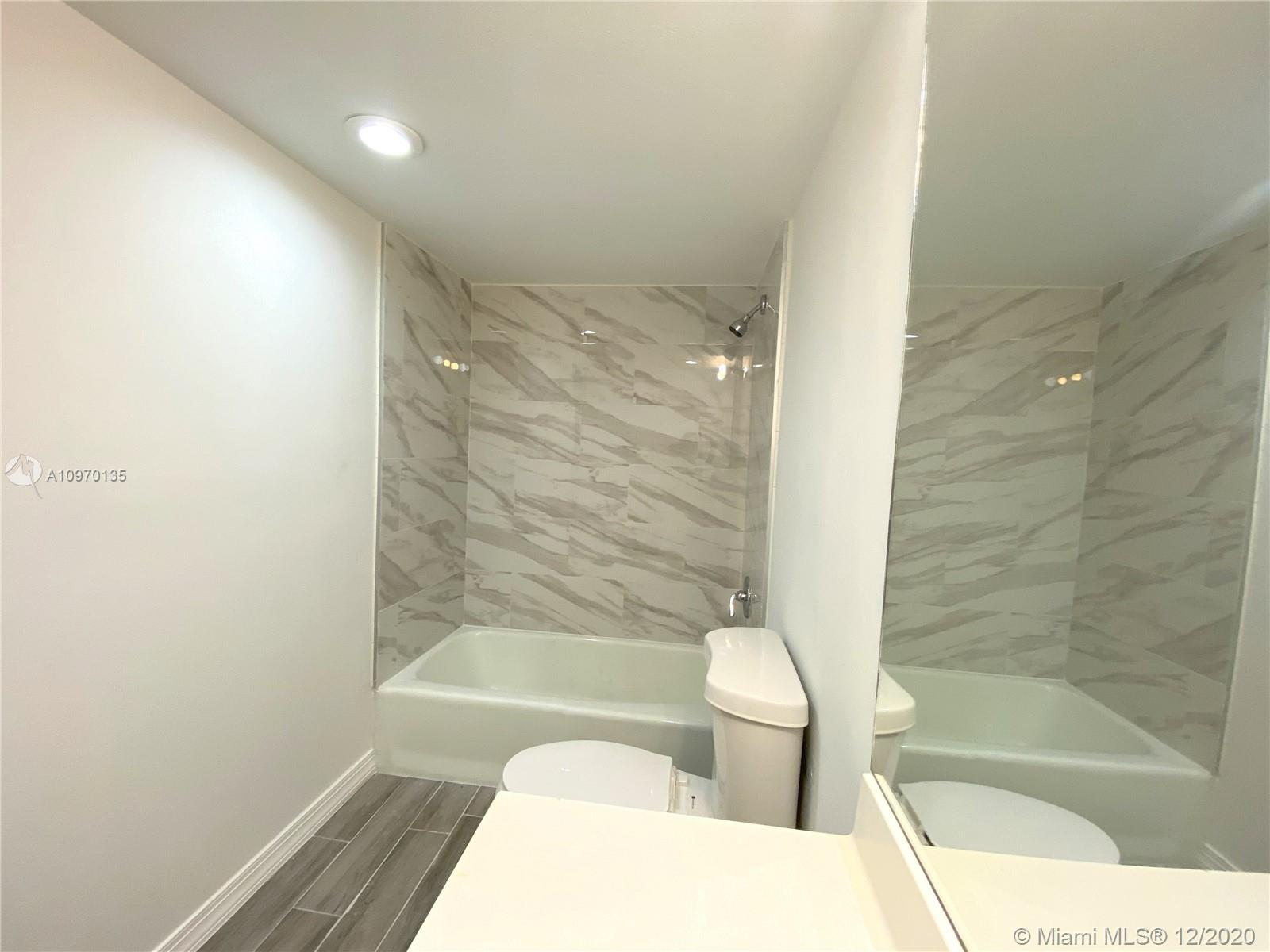 19390 Collins Ave #614 photo024