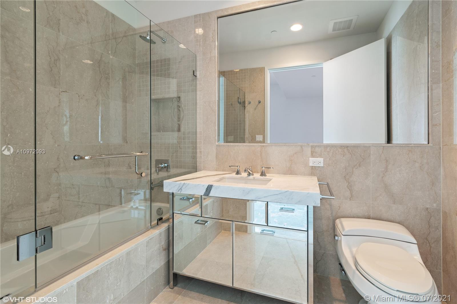 17475 Collins Ave #1501 photo027