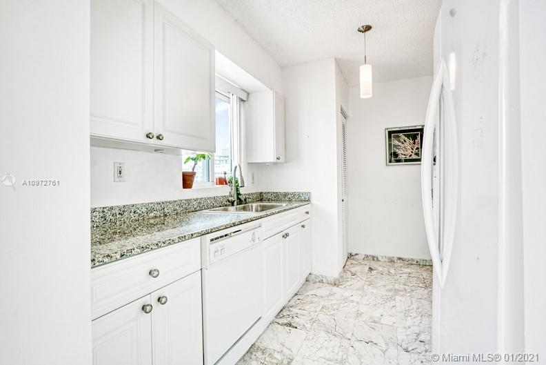 5900 Collins Ave #1506 photo06