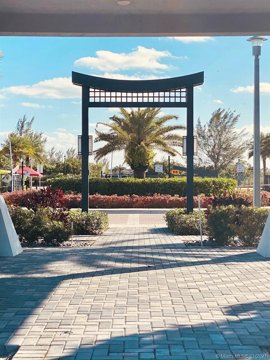 Miami Lakes - 9035 NW 161 Ter, Miami Lakes, FL 33018