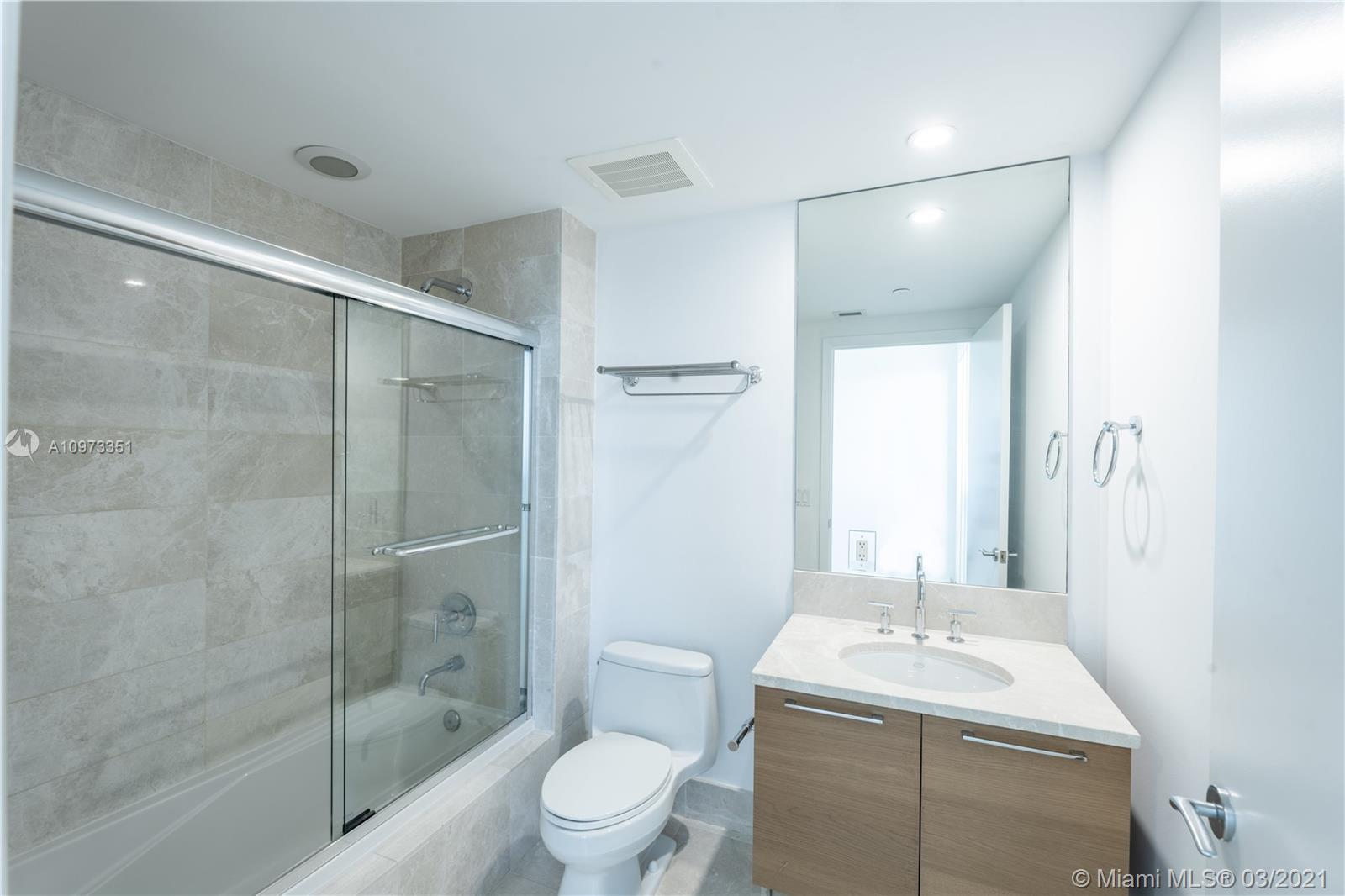17001 Collins Ave #2208 photo013