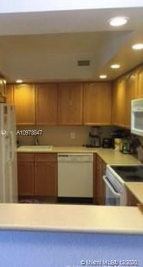 5600 Collins Ave #15B photo09