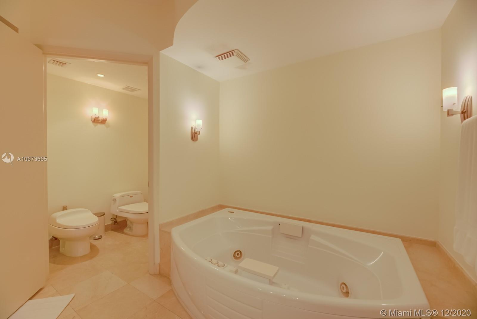 1000 S Pointe Dr #1504 photo020