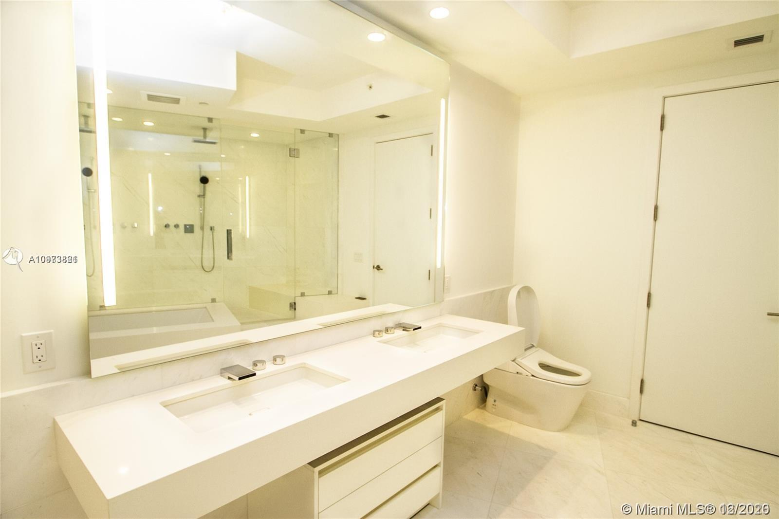 18555 Collins Ave #5505 photo012