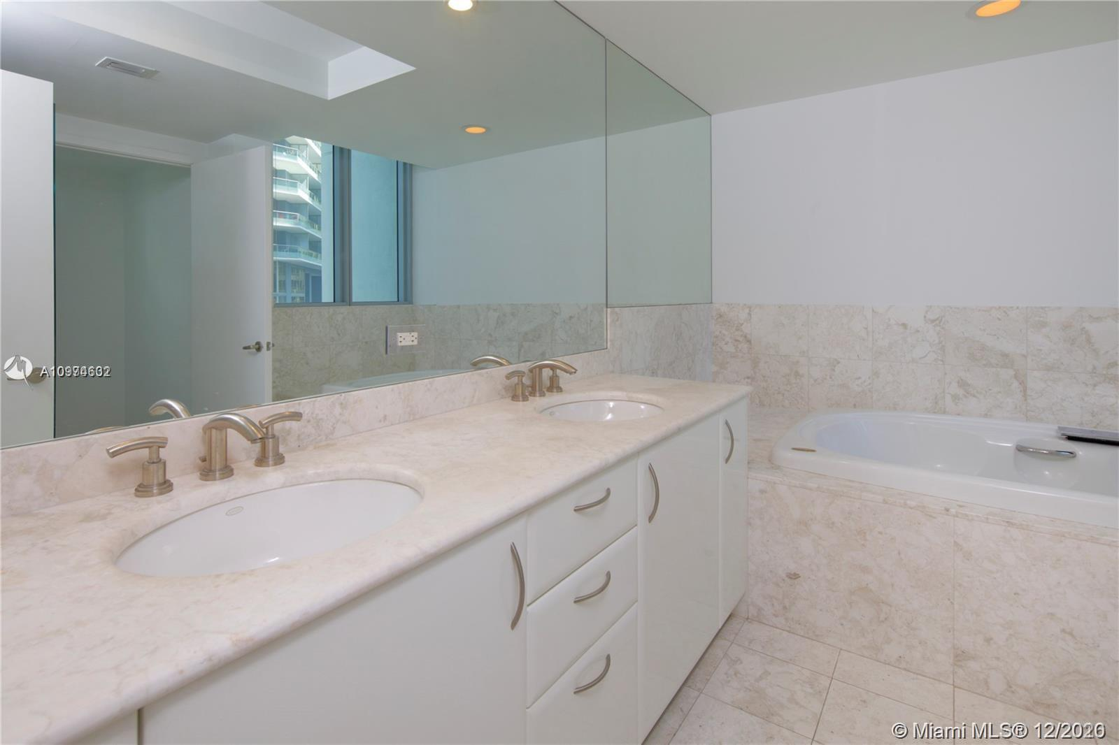 1331 Brickell Bay Dr #402 photo014