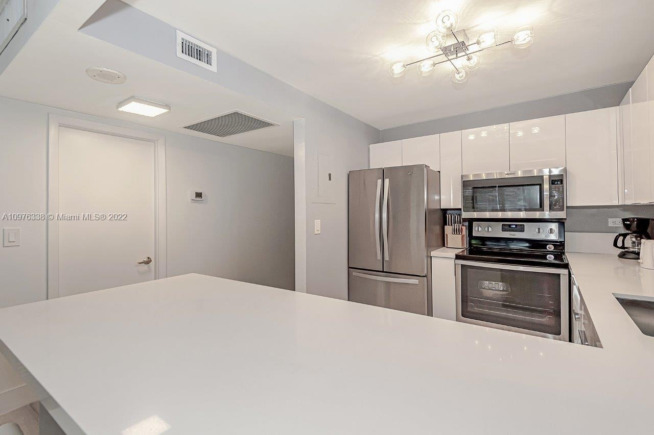 2301 Collins Ave #514 photo019