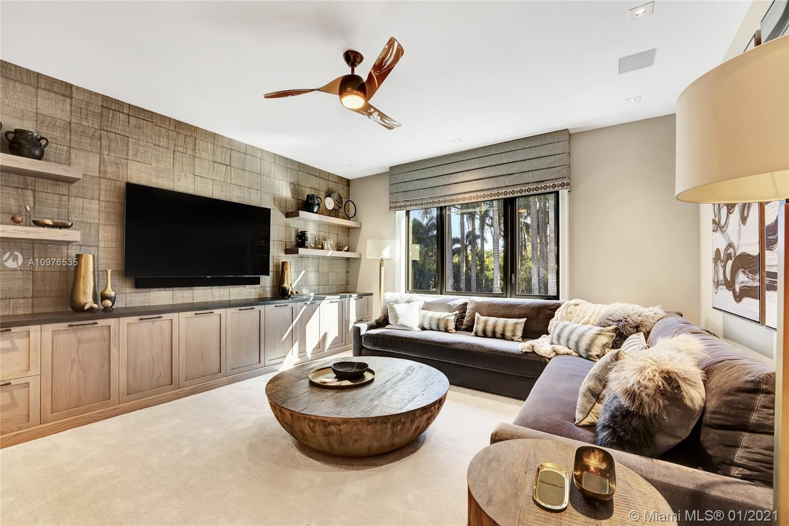 Master Suite/ Sitting Room