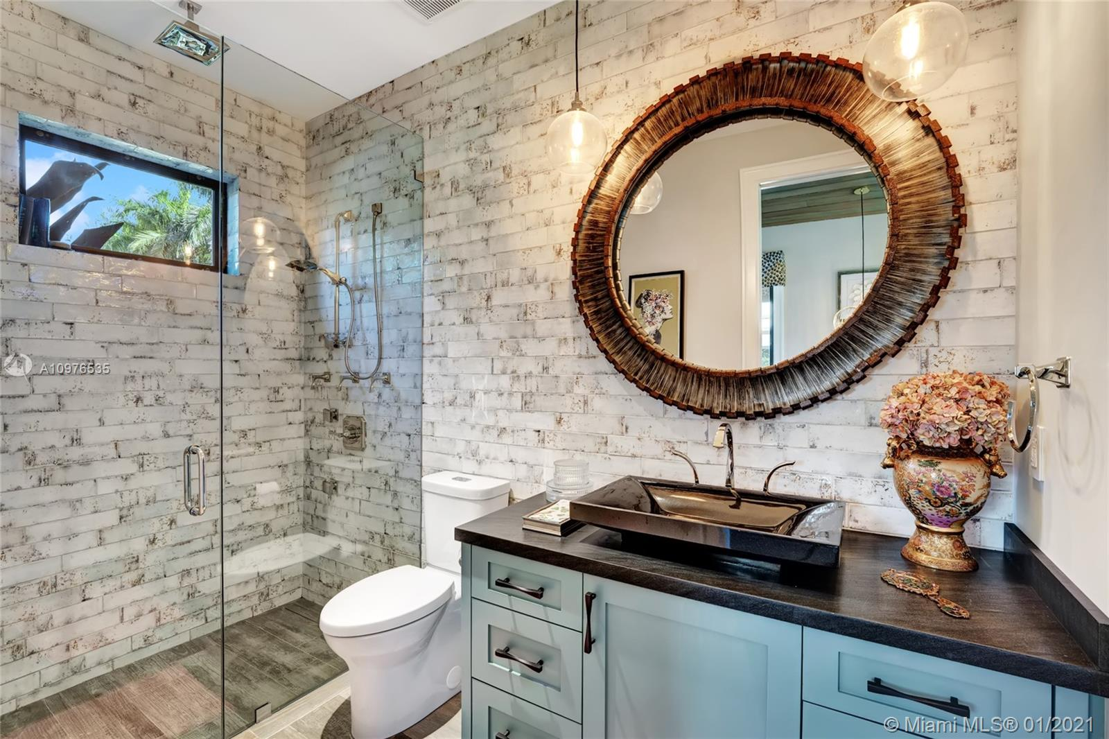 Gorgeous full bath in your private guest house w/a granite sink and marble countertop. Porcelain flooring.
