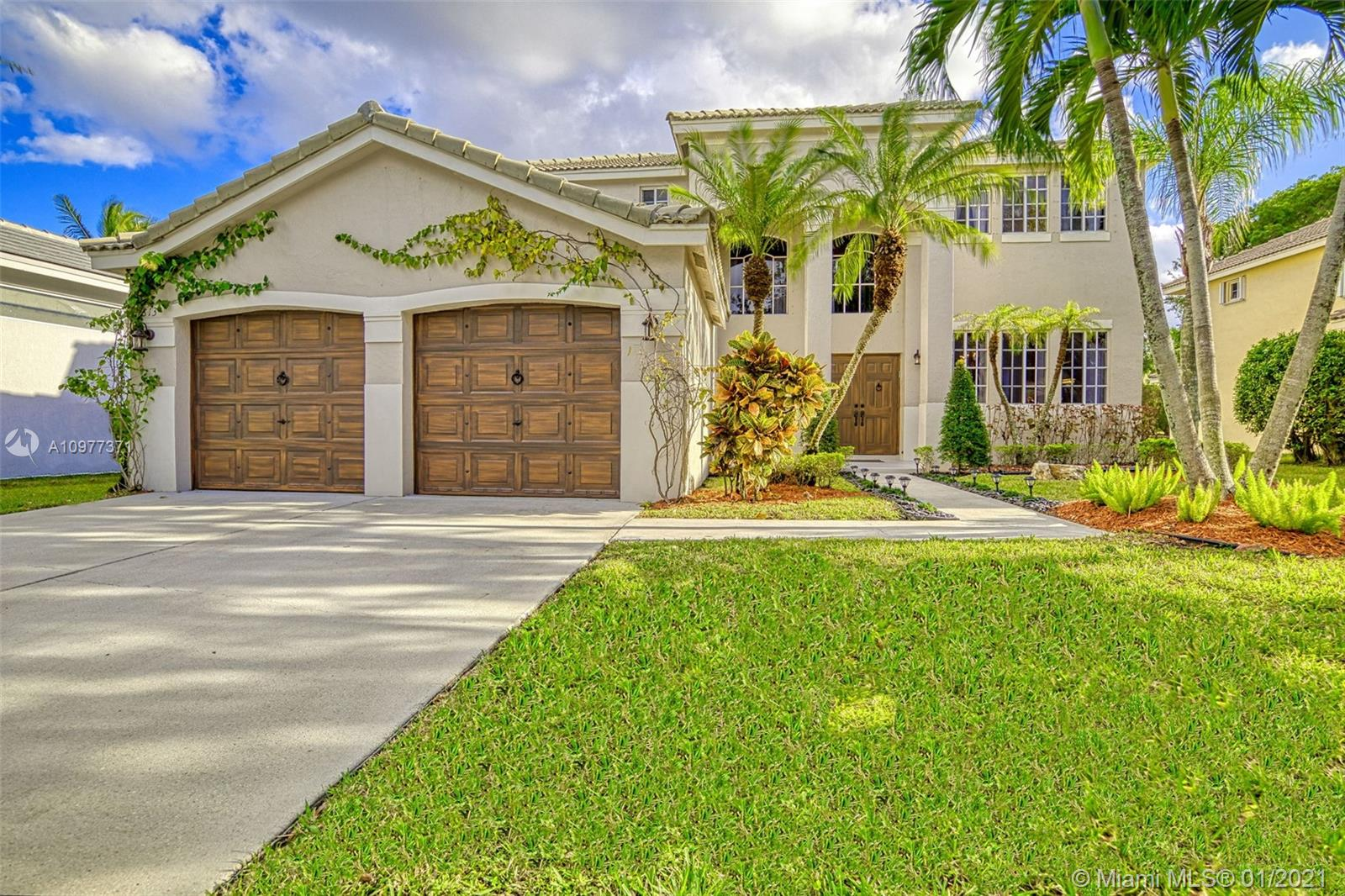 Weston - 813 Crestview Cir, Weston, FL 33327