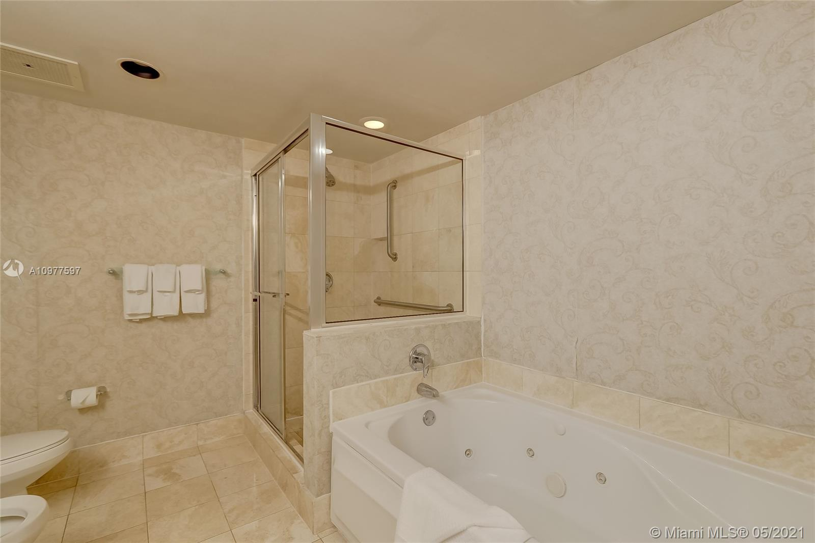 17375 Collins Ave #2501 photo014