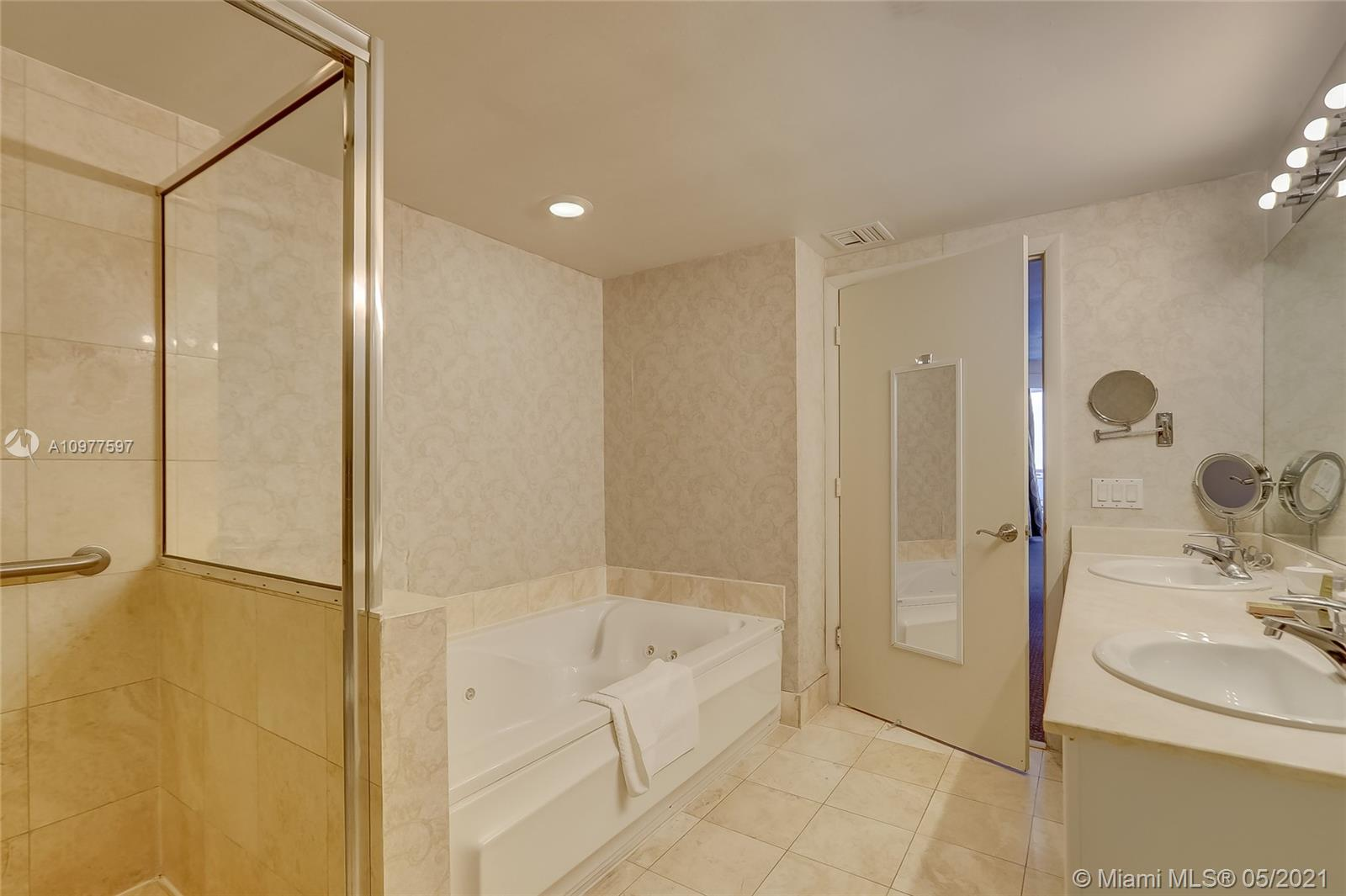 17375 Collins Ave #2501 photo015