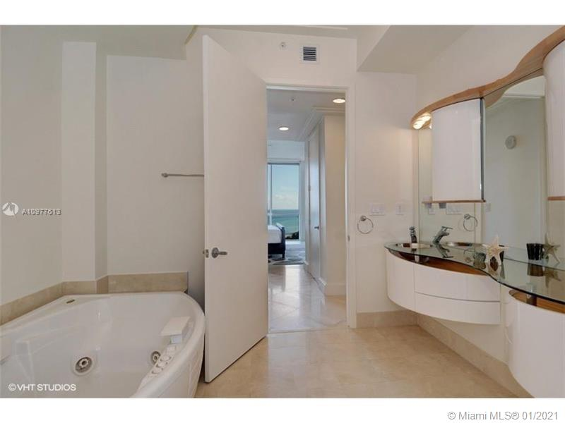 18101 Collins Ave #1602 photo06