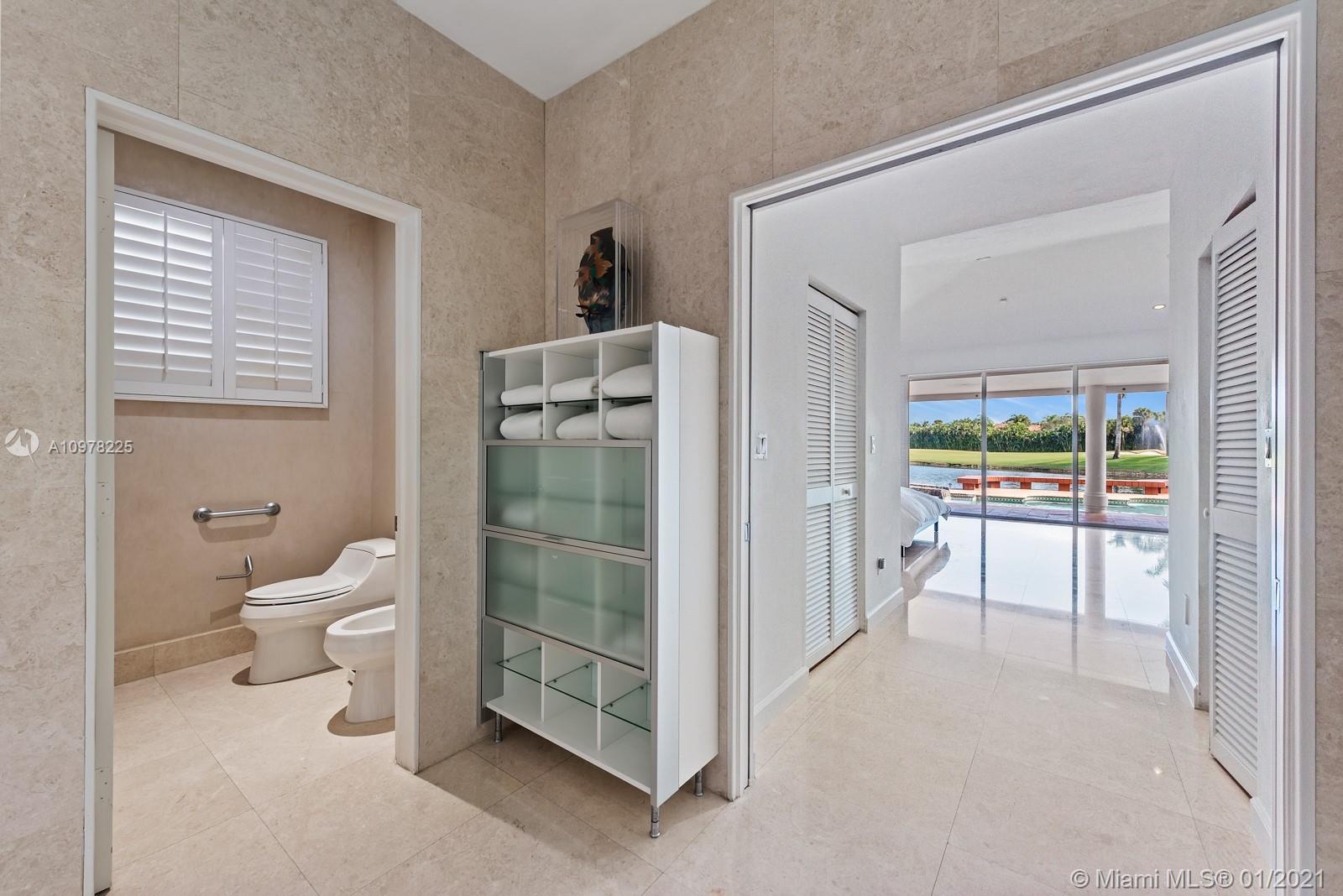 Master Bath Room Water Closet