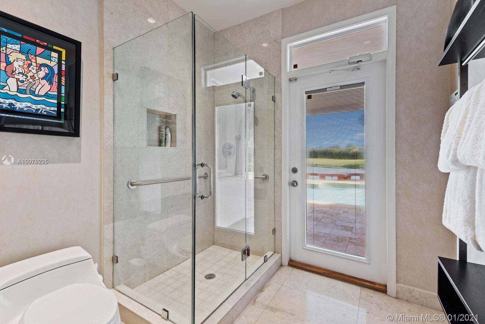 Cabana Full Bathroom