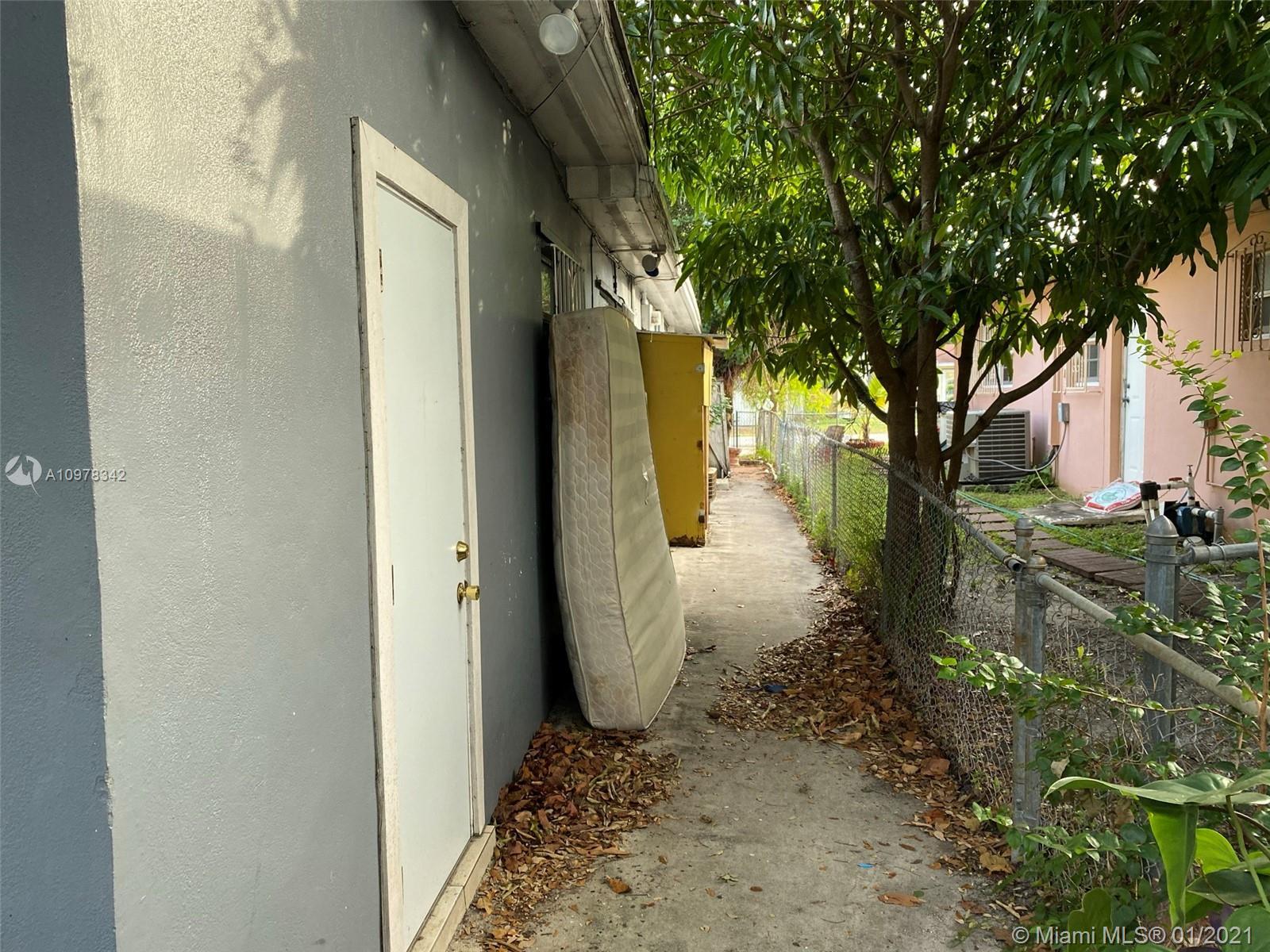 1395 NE 157th St photo08