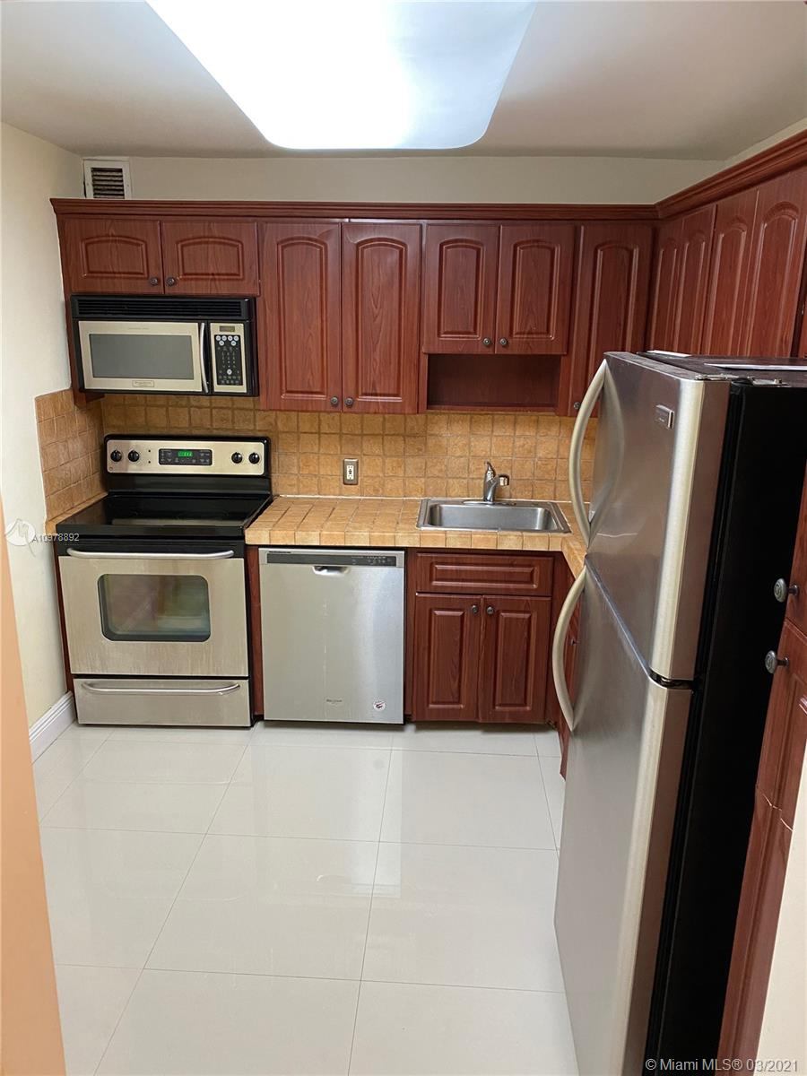 5701 Collins Ave #319 photo04