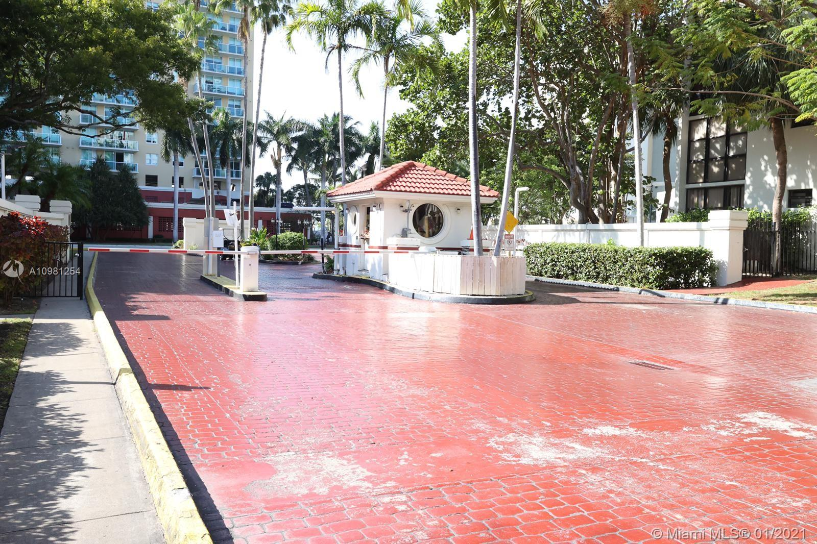 Plaza of the Americas #603 - 02 - photo
