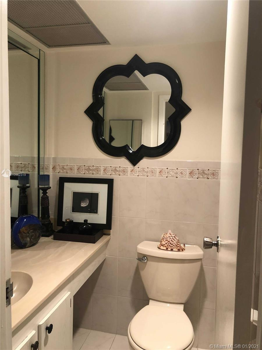 231 174th St # 611, Sunny Isles Beach, Florida 33160, 1 Bedroom Bedrooms, ,2 BathroomsBathrooms,Residential,For Sale,231 174th St # 611,A10982319