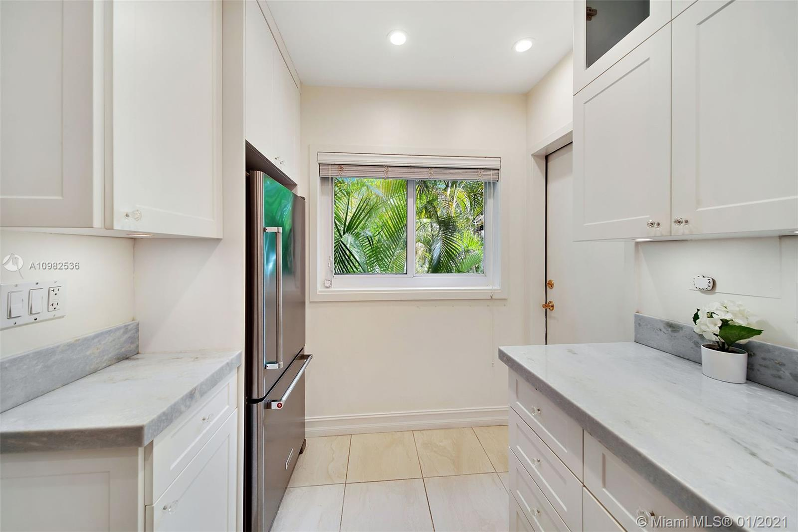 7701 S Red Rd # 4, South Miami, Florida 33143, 2 Bedrooms Bedrooms, ,1 BathroomBathrooms,Residential,For Sale,7701 S Red Rd # 4,A10982536