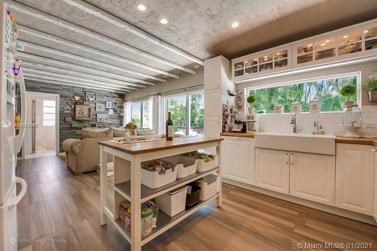 Tropical Isle Homes - 335 Ridgewood Rd, Key Biscayne, FL 33149