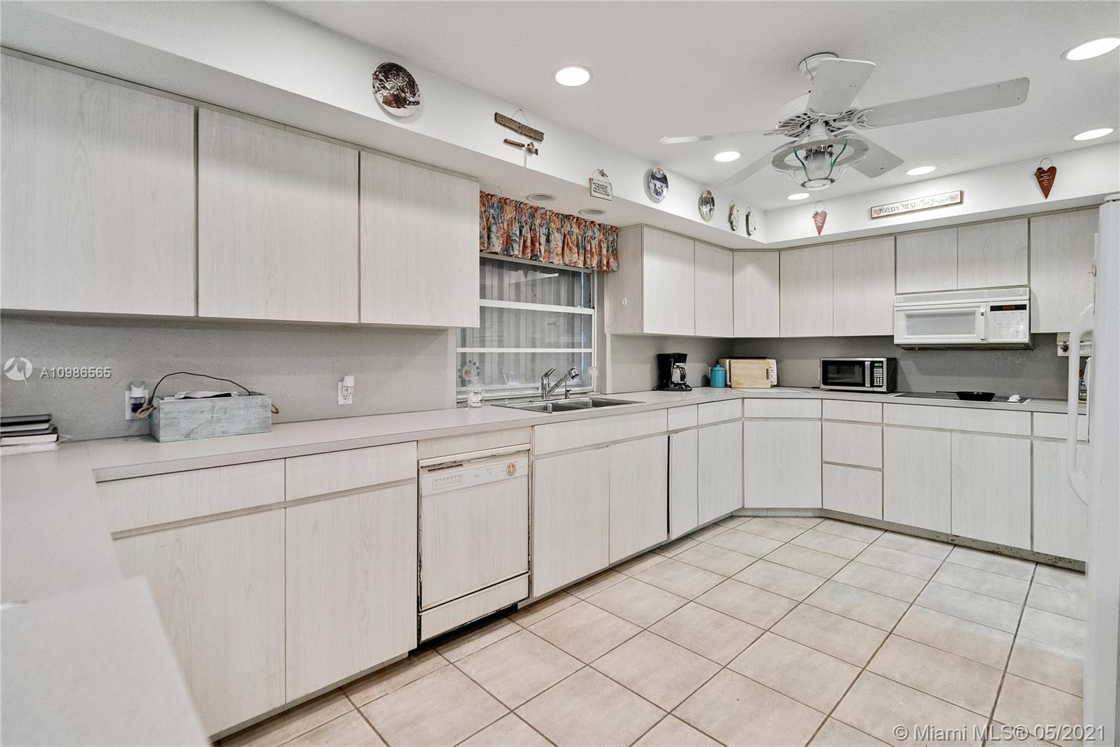 Super spacious kitchen, with lots of storage , and floating island , not in this pic