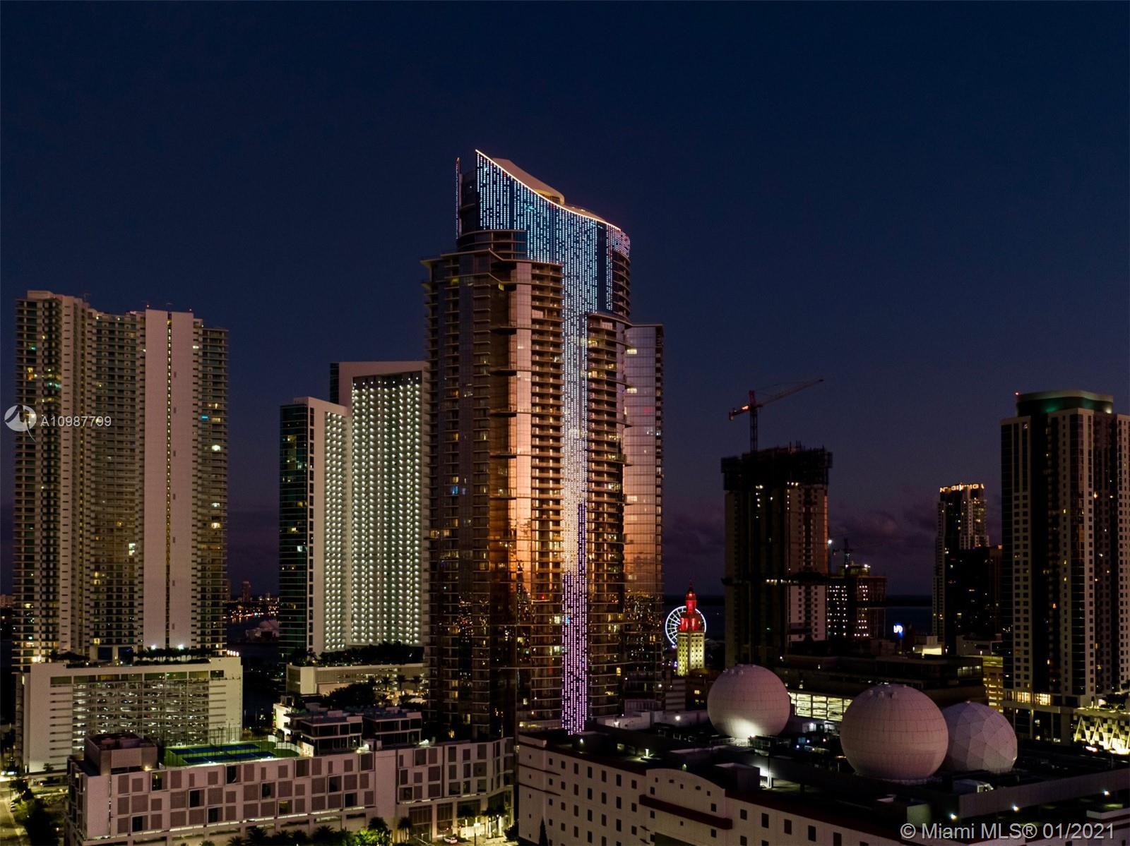 Paramount Miami Worldcenter #1701 photo01