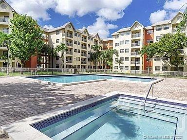 8290 Lake Dr # 407, Doral, Florida 33166, 2 Bedrooms Bedrooms, ,2 BathroomsBathrooms,Residential,For Sale,8290 Lake Dr # 407,A10988041