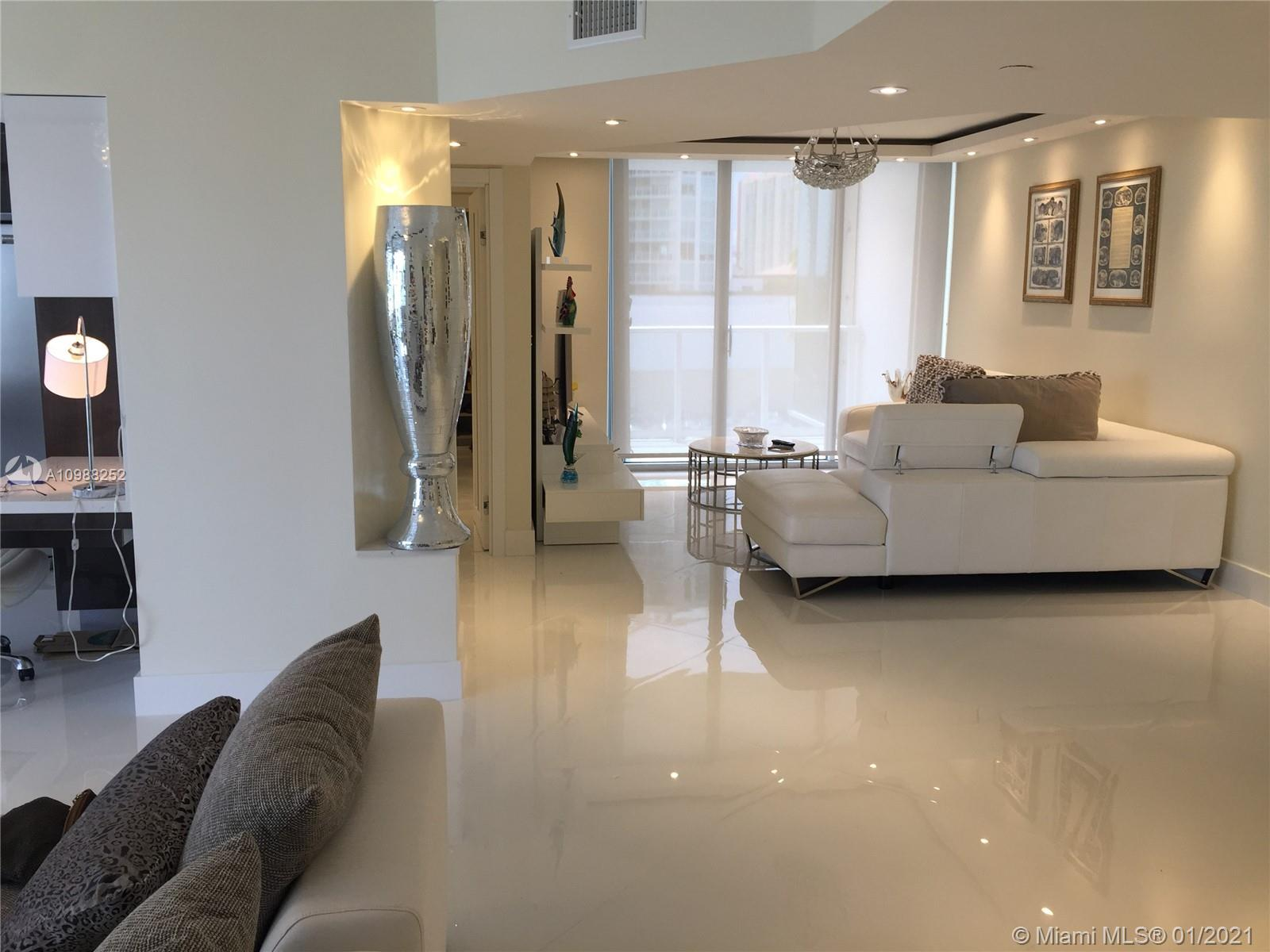 16485 Collins Ave #538 photo05