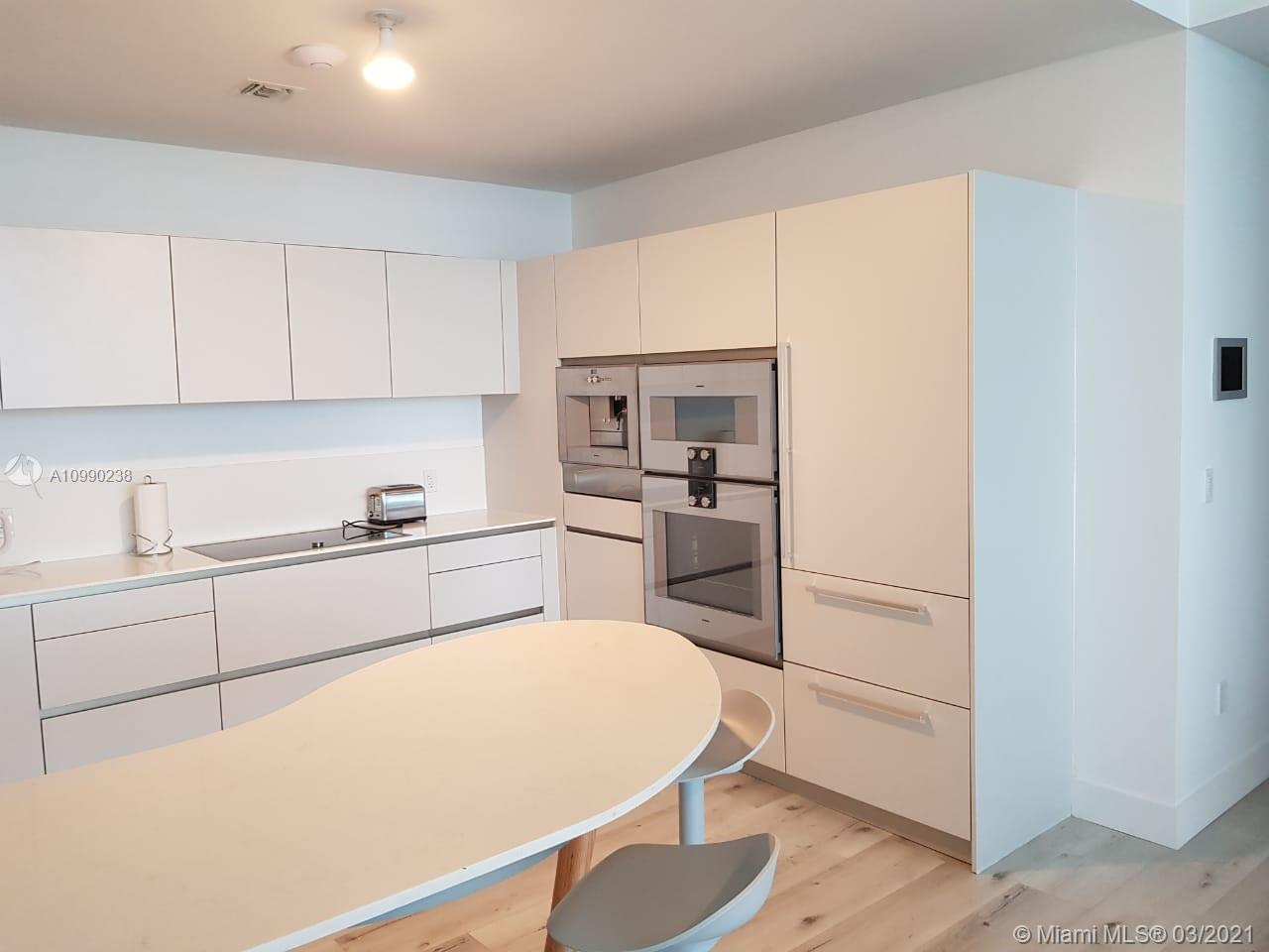 16901 Collins Ave #704 photo02