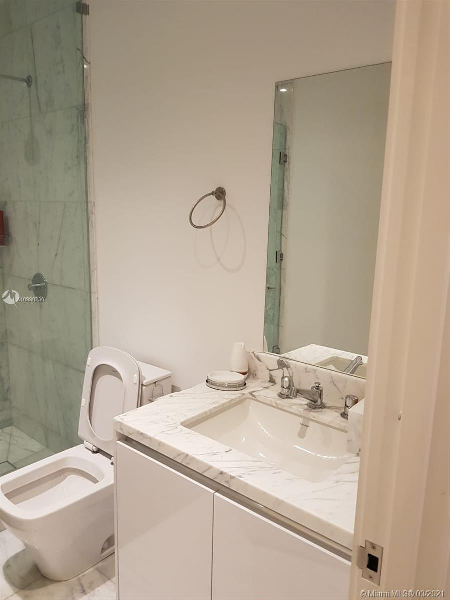 16901 Collins Ave #704 photo03