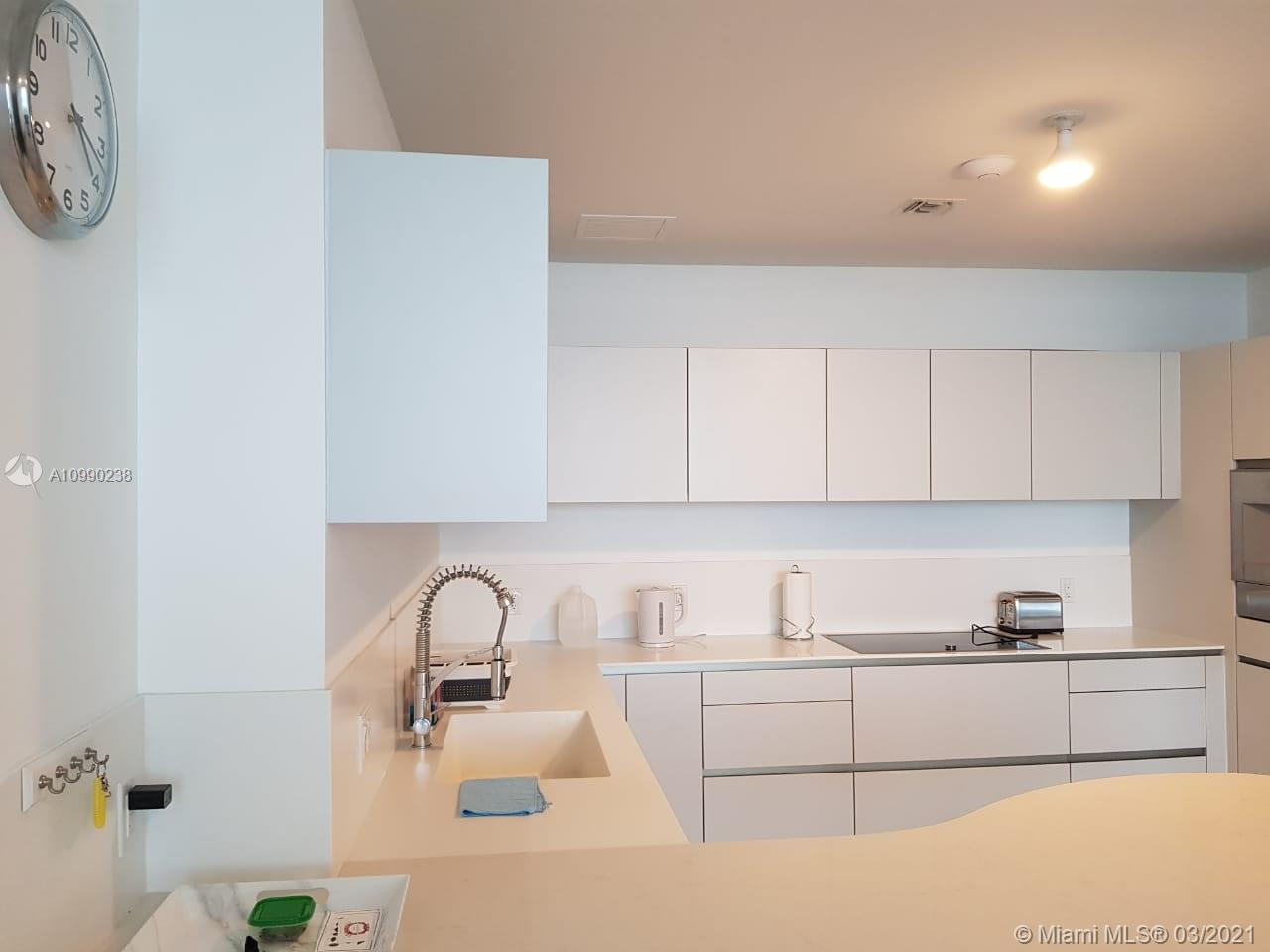 16901 Collins Ave #704 photo05