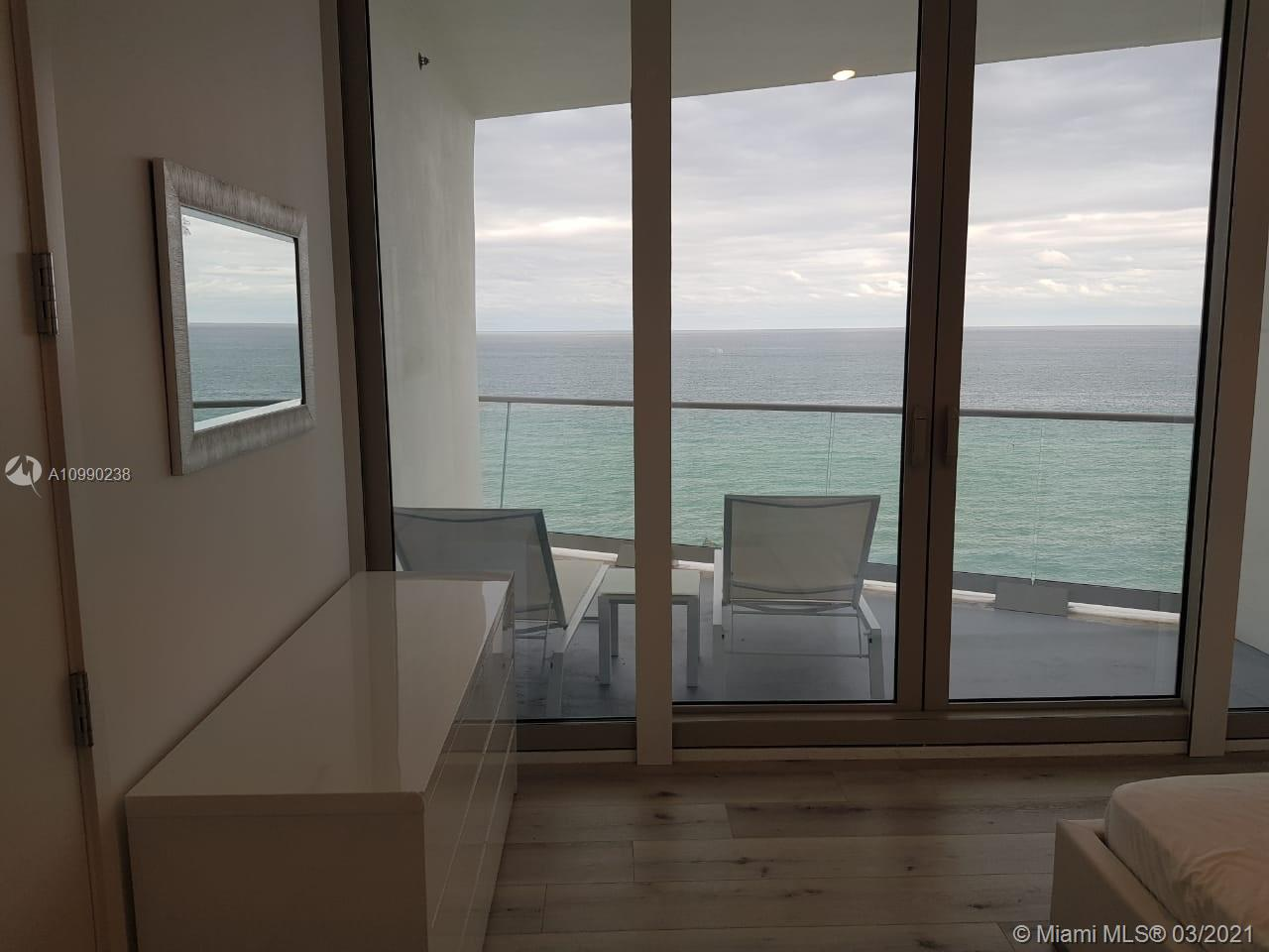 16901 Collins Ave #704 photo04