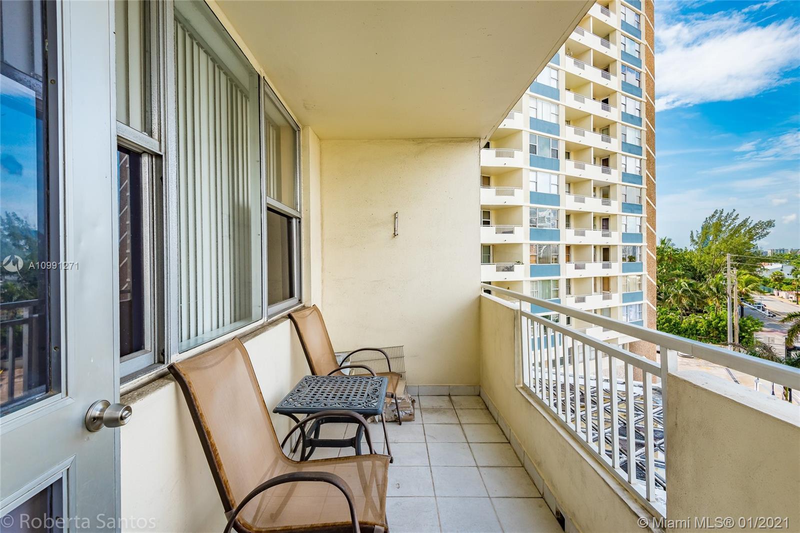 Parker Dorado #422 - 3180 S Ocean Dr #422, Hallandale Beach, FL 33009