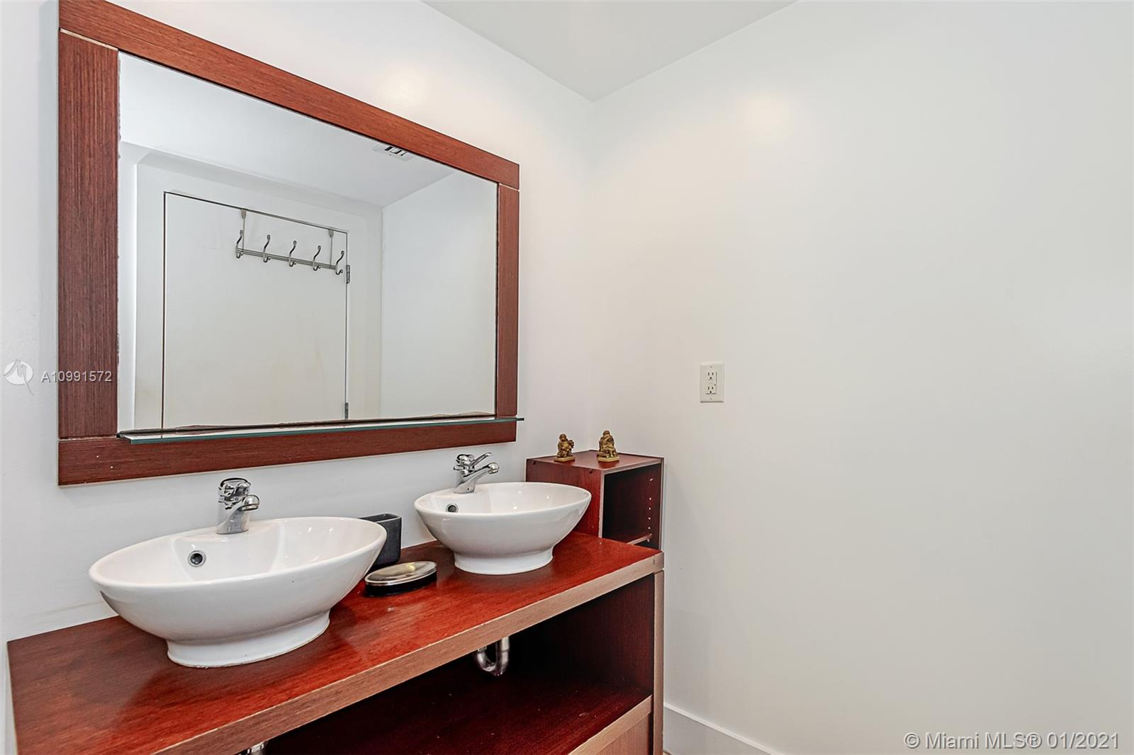 2301 Collins Ave #1631 photo026