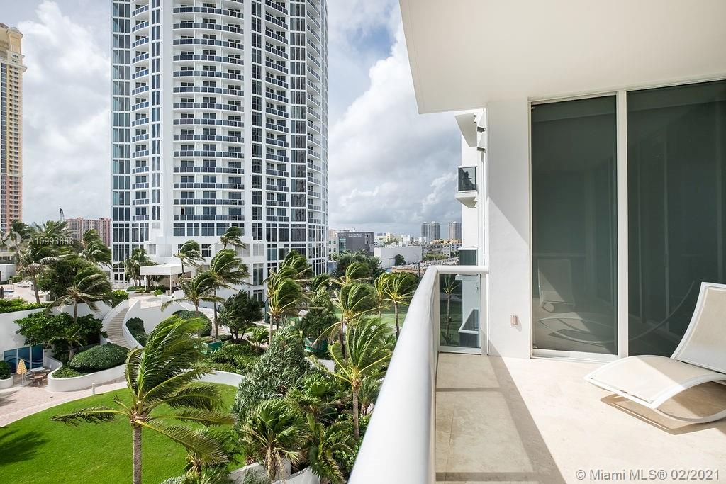 18101 Collins Ave #704 photo04
